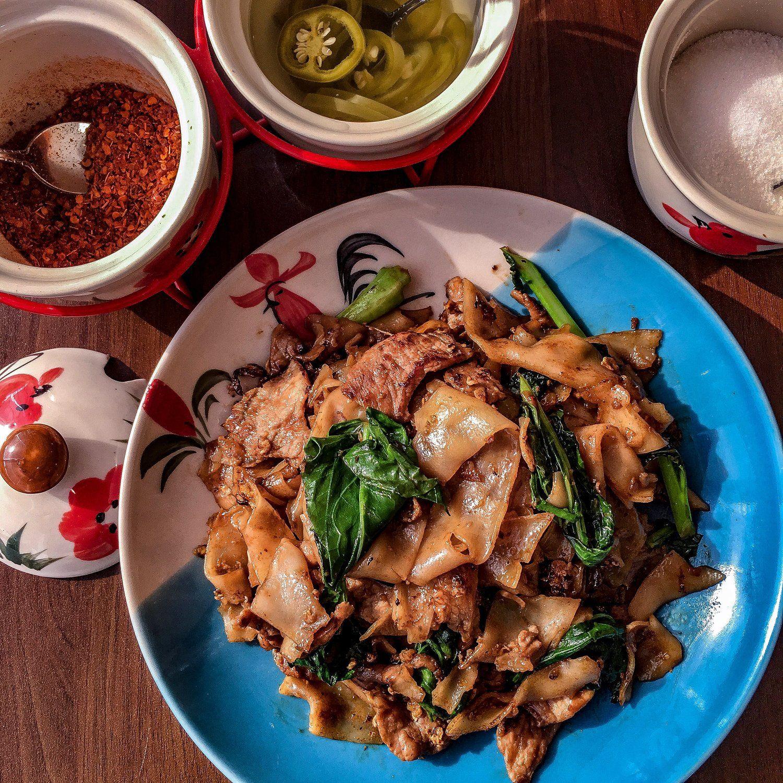 Dakzen thai food restaurant pad thai khao soi pad