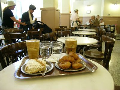 You see the doughnuts are not only an American perogative... many countries have their own version and so does Greece. Loukoumades are deep ...