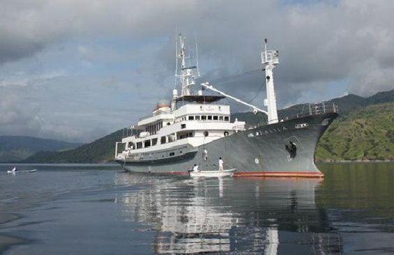 Afbeeldingsresultaat voor classic motor yacht