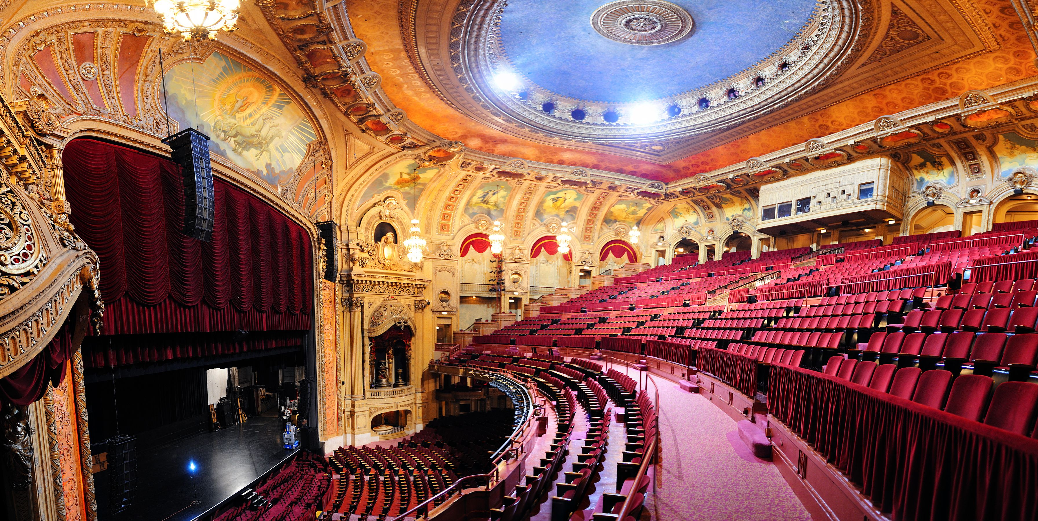 The Chicago Theatre, Illinois © Songquan Deng | Dreamstime