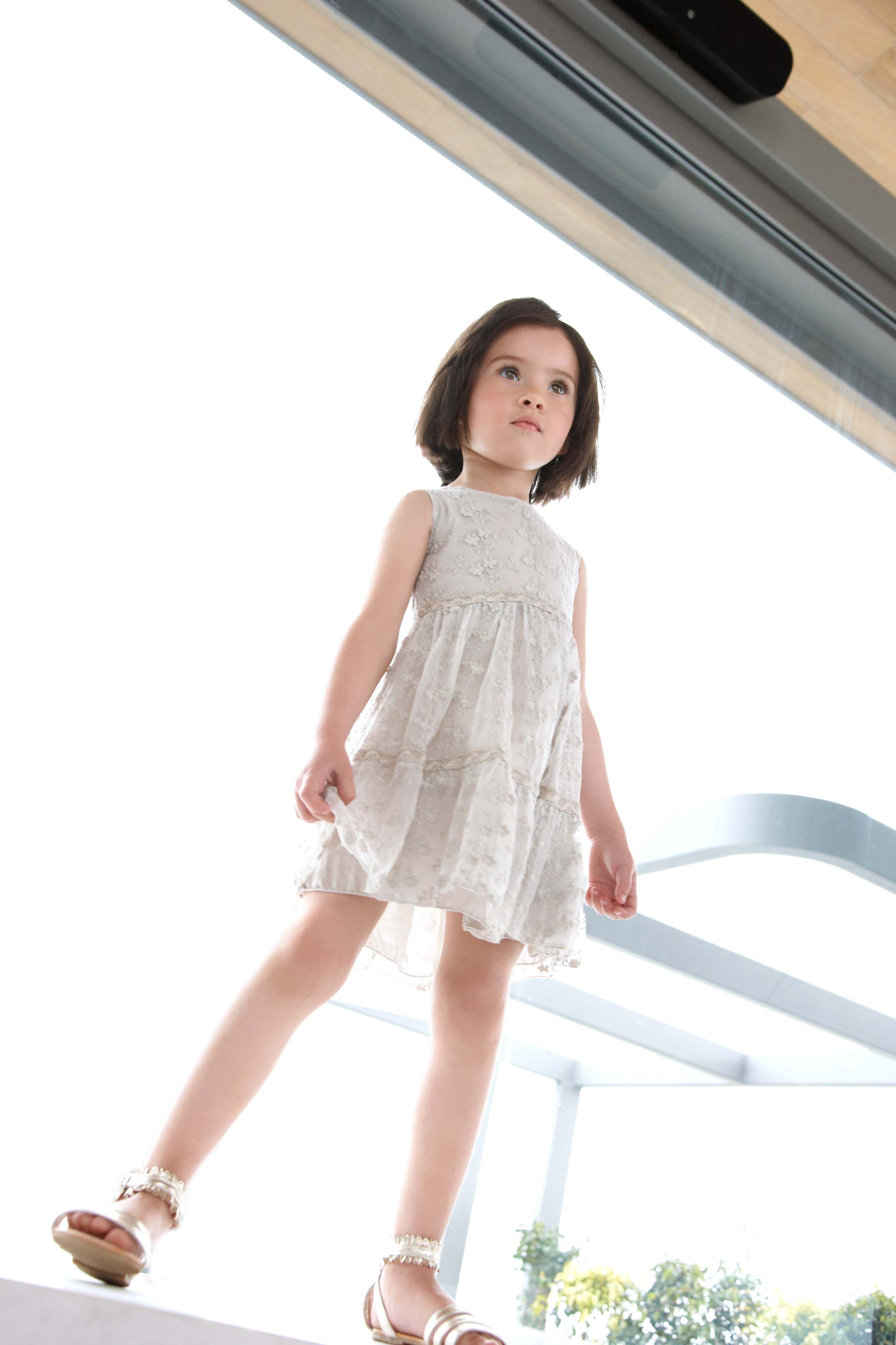 1fef581807c0 Elsy Baby Dettagli floreali e tessuti leggeri per i vestitini delle nostre bambine  Moda bambino