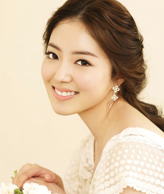 Wedding Hairstyle Korean: Natural Long Wave Low Tie-up Hair Style / Korean Concept