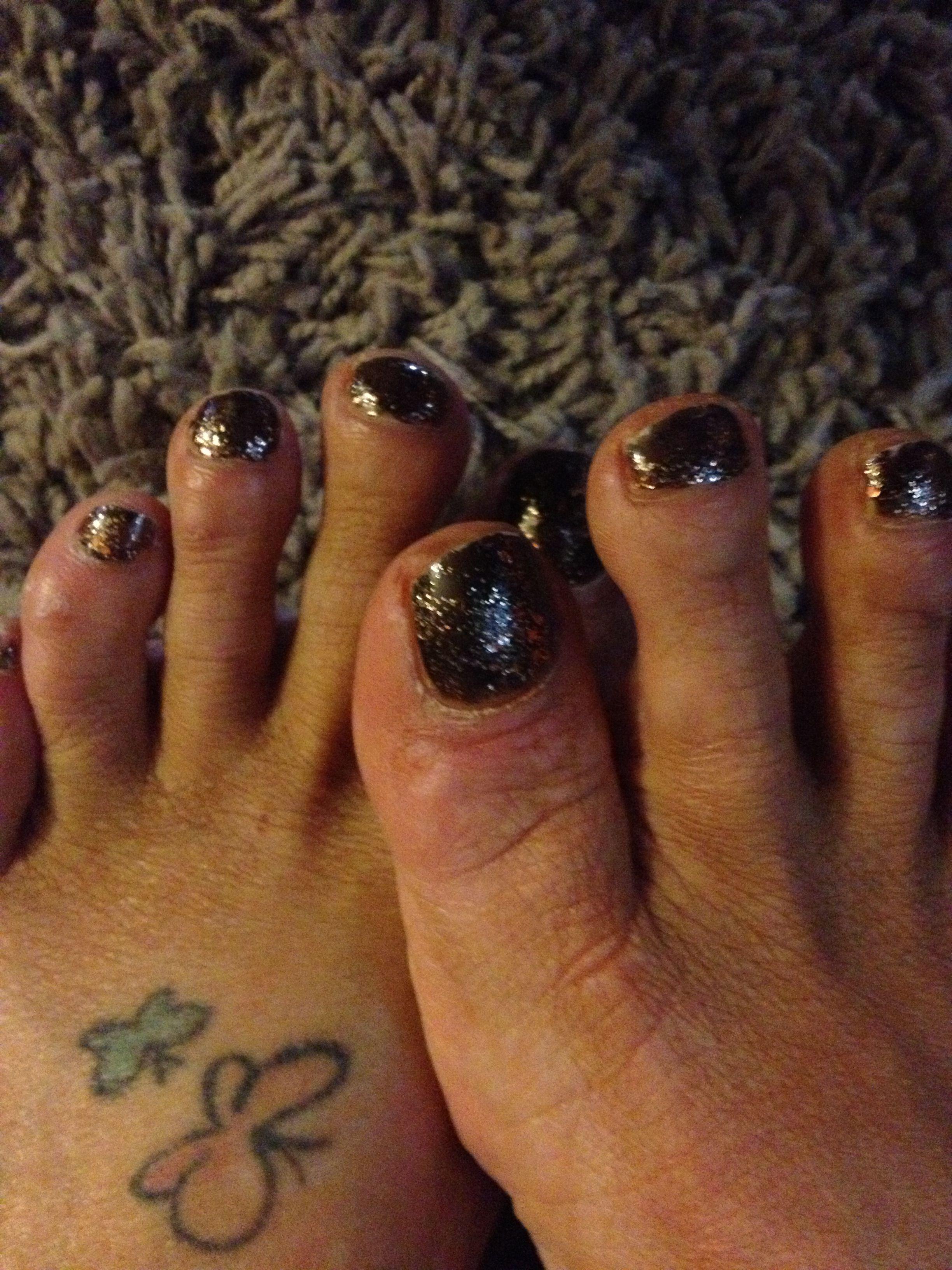 Bronze sparkle nail polish