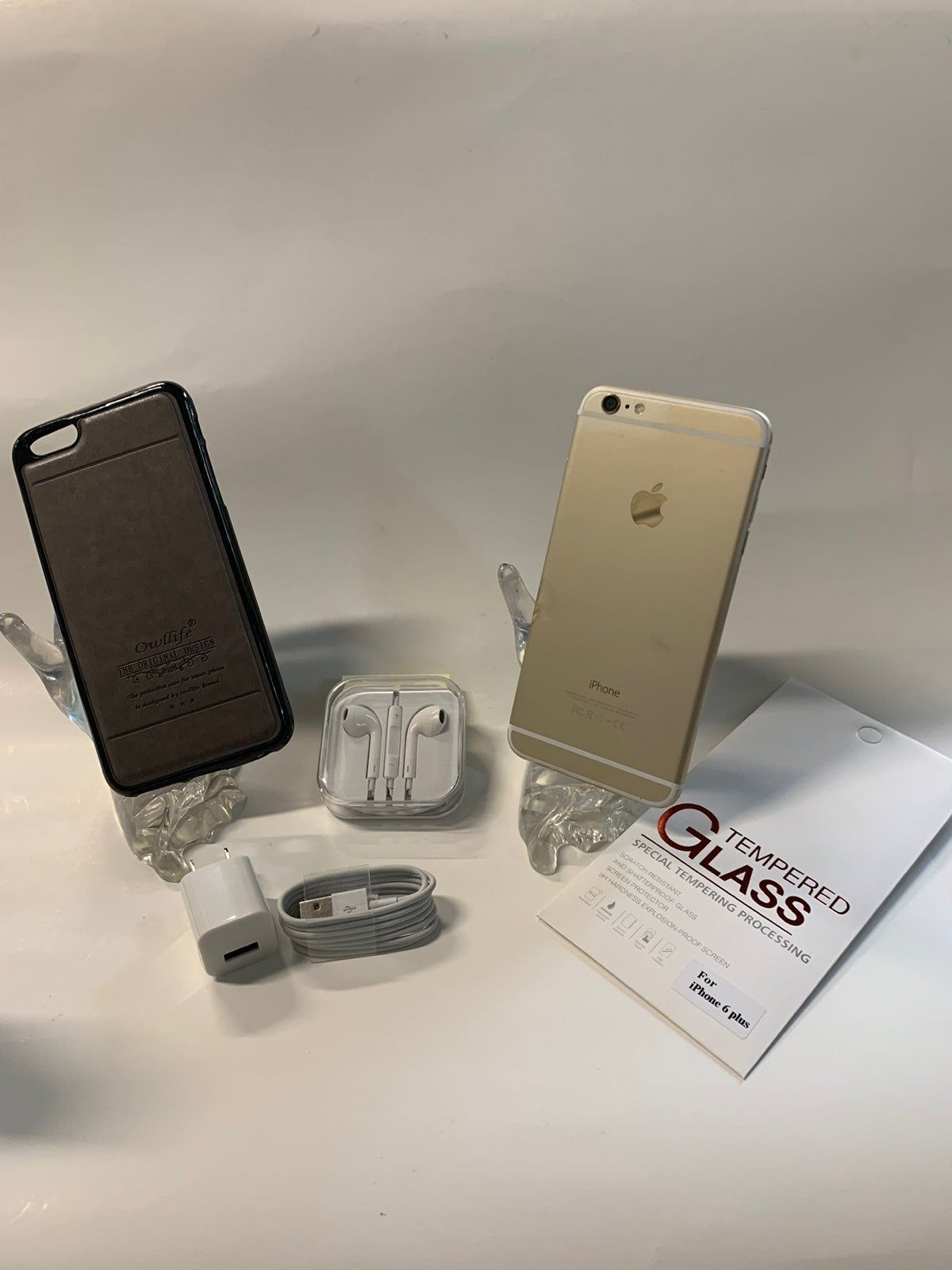 Clean iphone 6 plus 64gb unlocked come with all