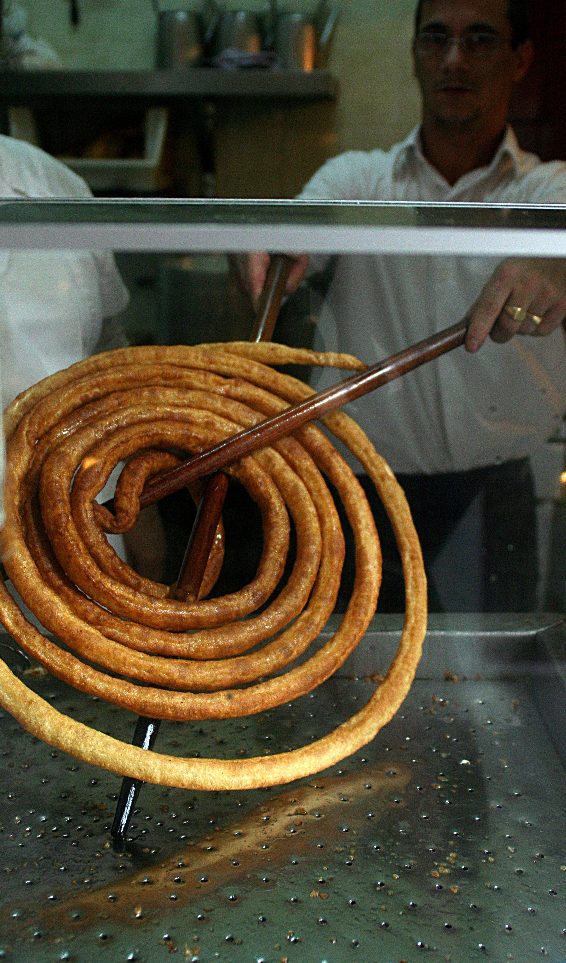 """En Sevilla se conocen como calentitos o masa frita, en Jaén, tallos y en Granada, Cádiz y Málaga, tejeringos... los churros son populares en la gastronomía andaluza / In Seville they are known as """"calentitos"""" or """"masa frita"""", in Jaén, as """"tallos"""", and in Granada, Cadiz and Malaga, as """"tejeringos""""... The churros are popular in andalusian cuisine"""