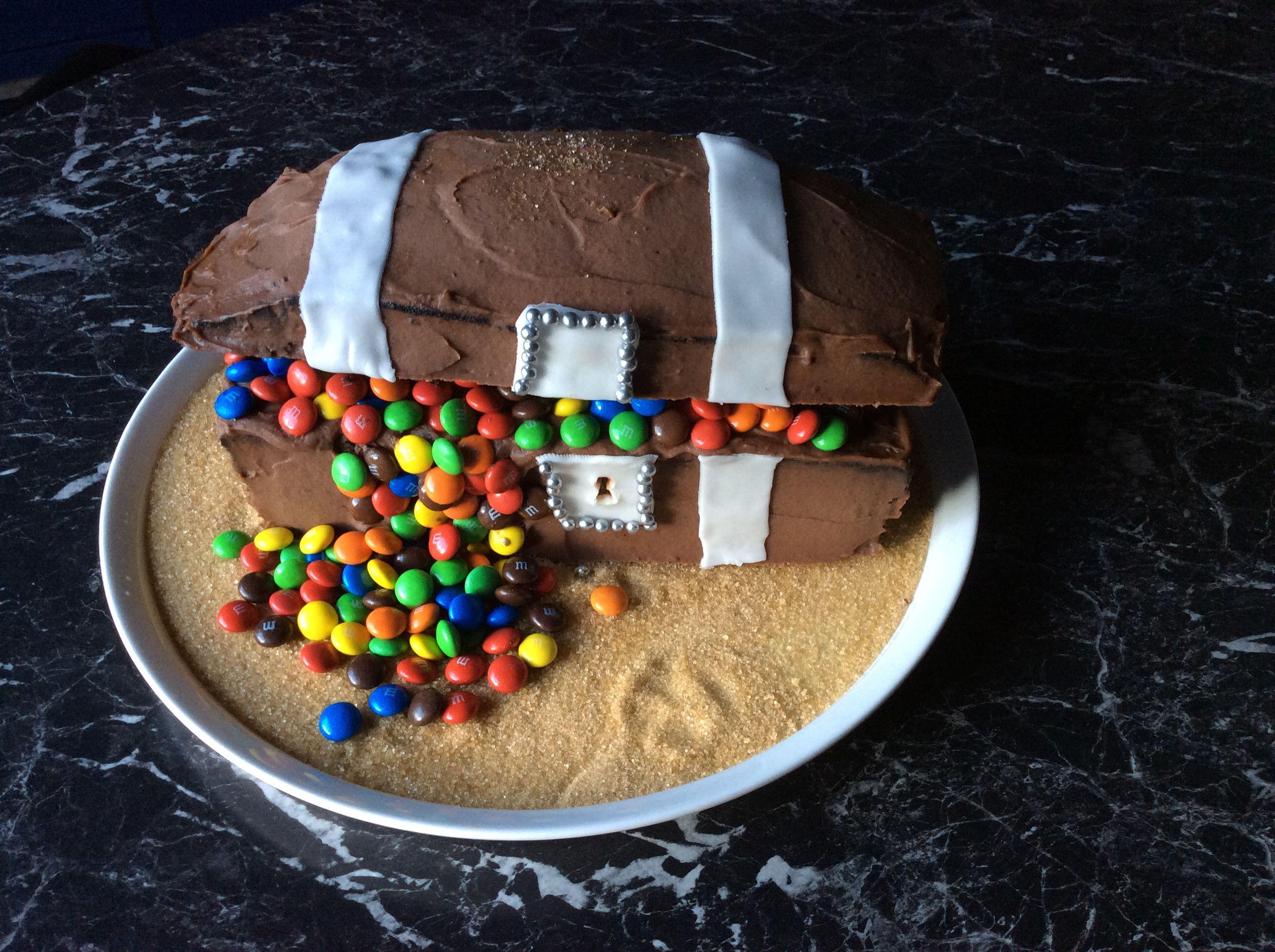 pirate Cake with treasure Piraten Schatzkisten Kuchen ...