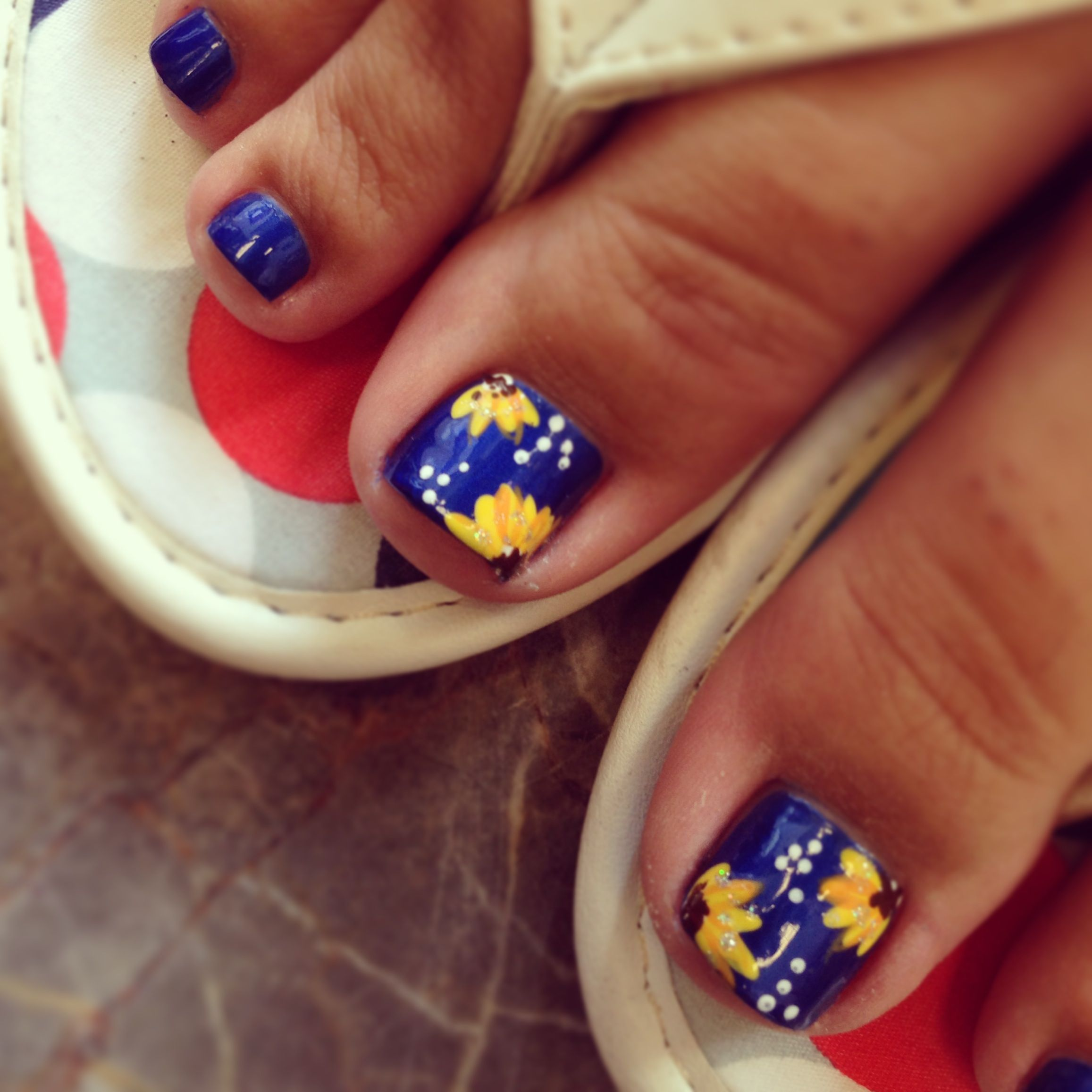 sunflower toe design nails