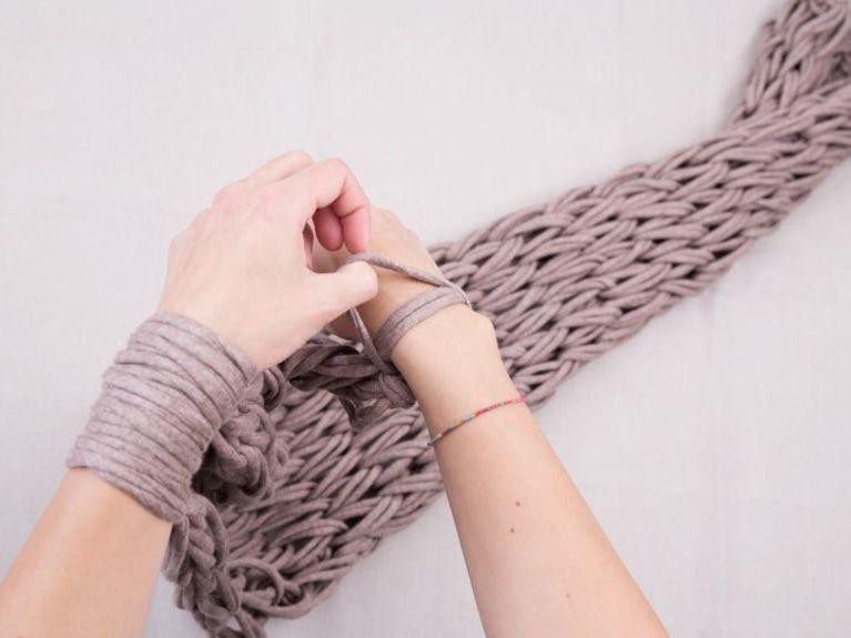 tricoter une echarpe tube avec les bras