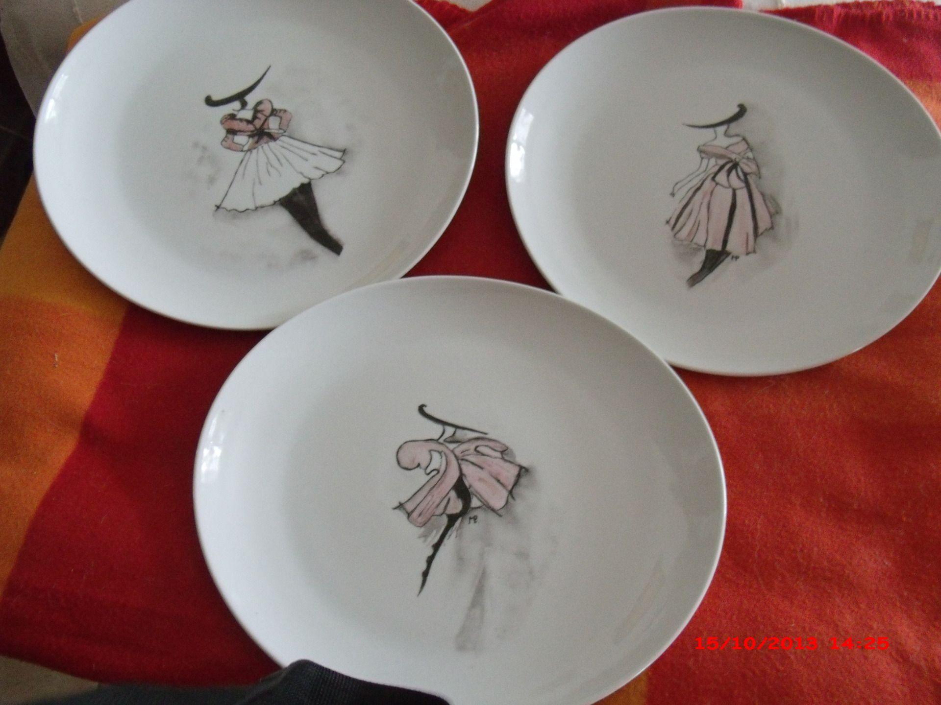 femmes mode assiettes en porcelaine blanche. Black Bedroom Furniture Sets. Home Design Ideas