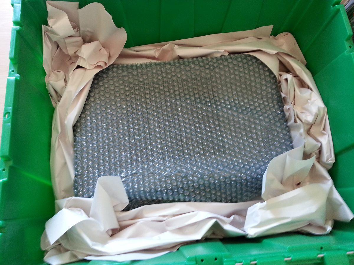 Packing electronic devices: wrap the device in bubble wrap and stow in box padded with paper.