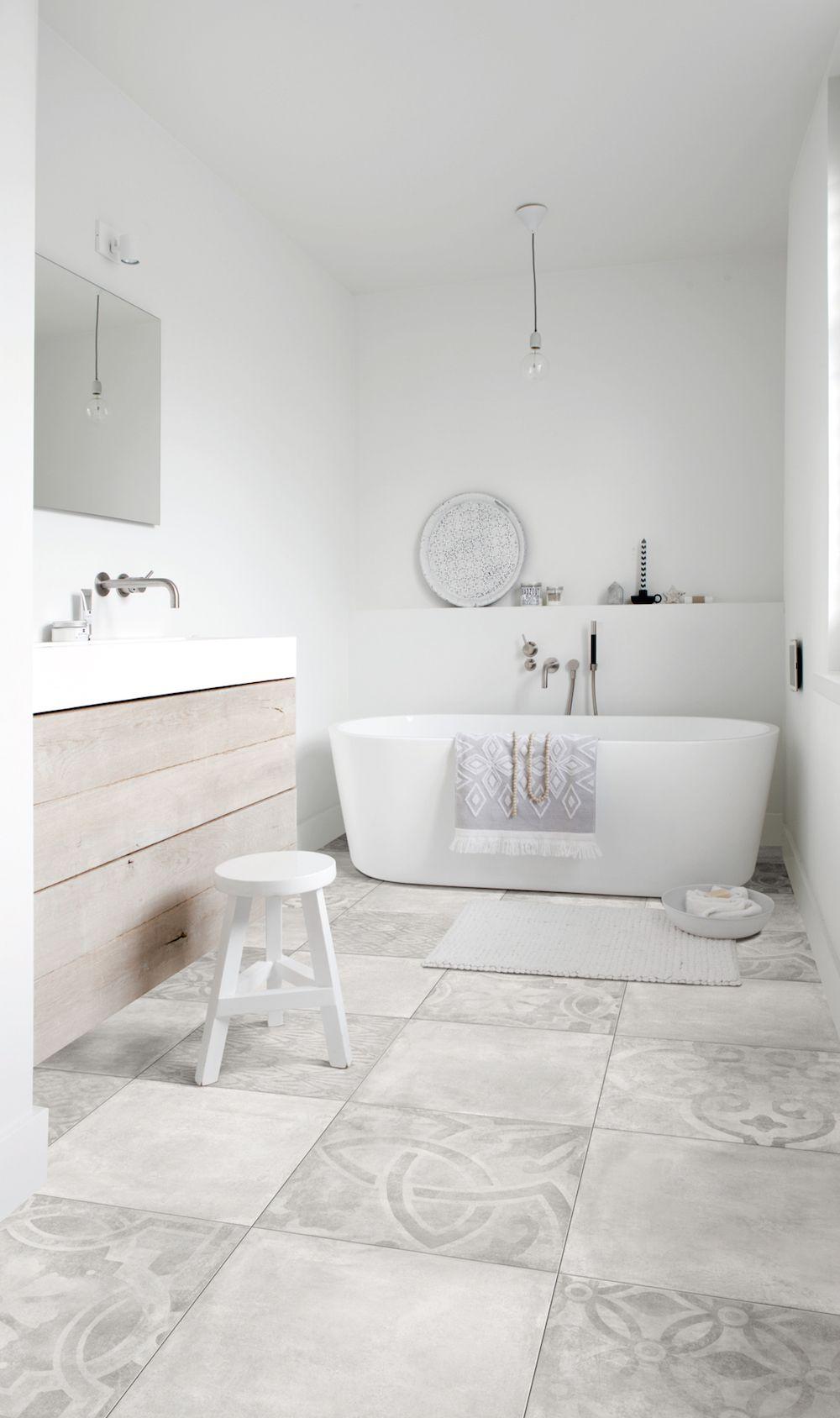 Bijzondere vloeren voor de badkamer: badkamervloer van PVC met ...