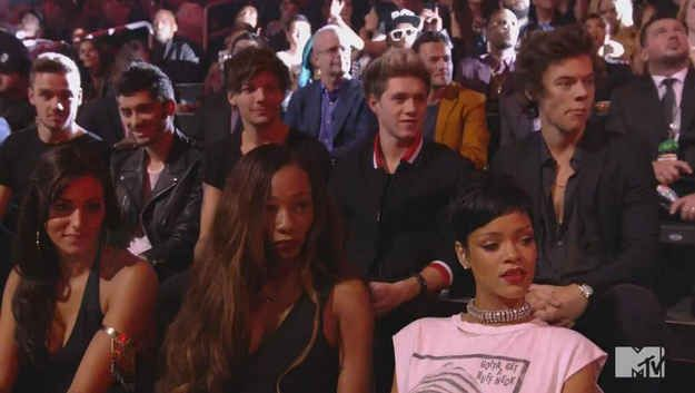 This One Photo Of Rihanna Sums Up How Everyone Felt About Miley Cyrus Twerking At The Vmas Miley Cyrus Performance Miley Cyrus Vma Mtv Music Awards