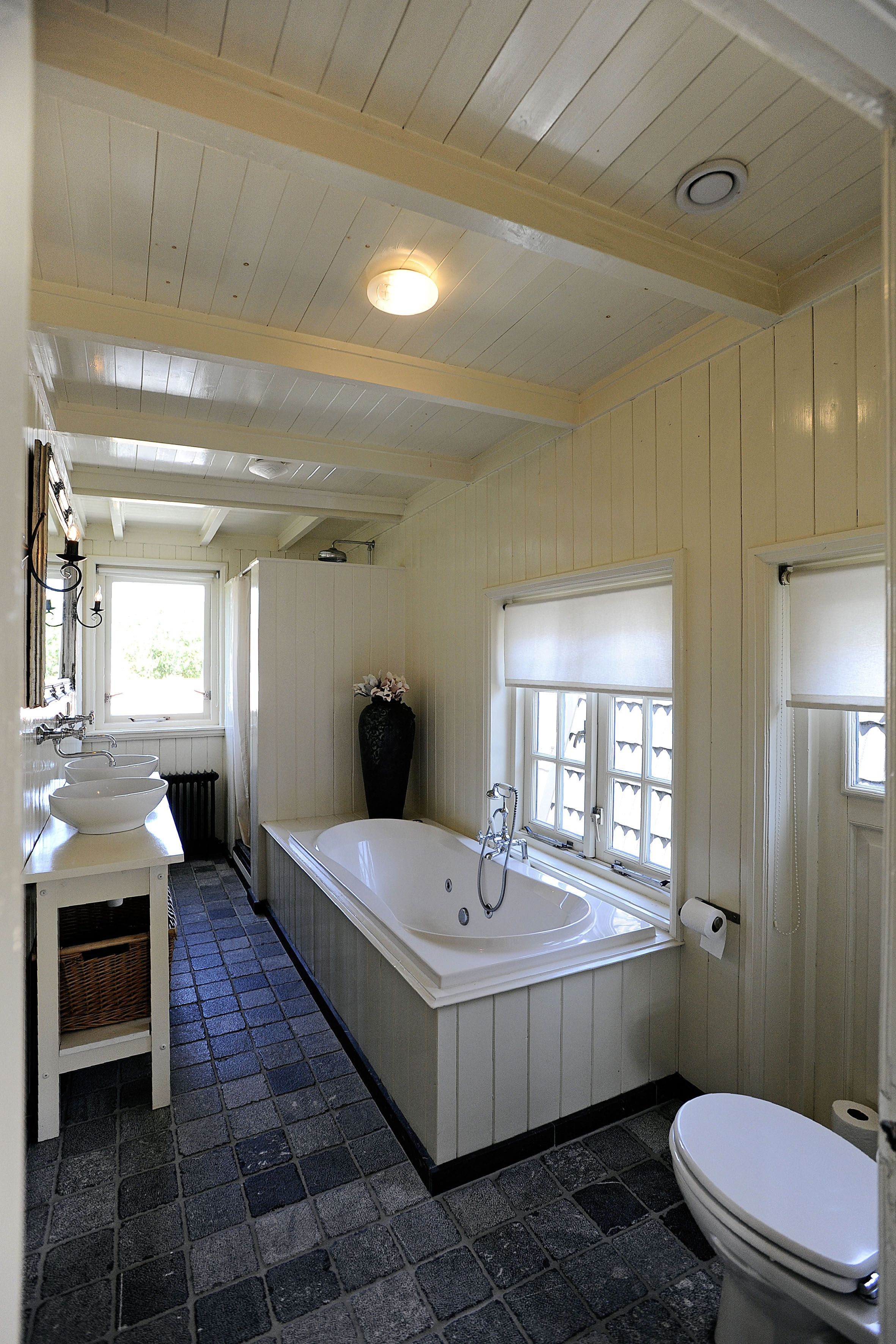 Relaxen in een heerlijk ruime badkamer...