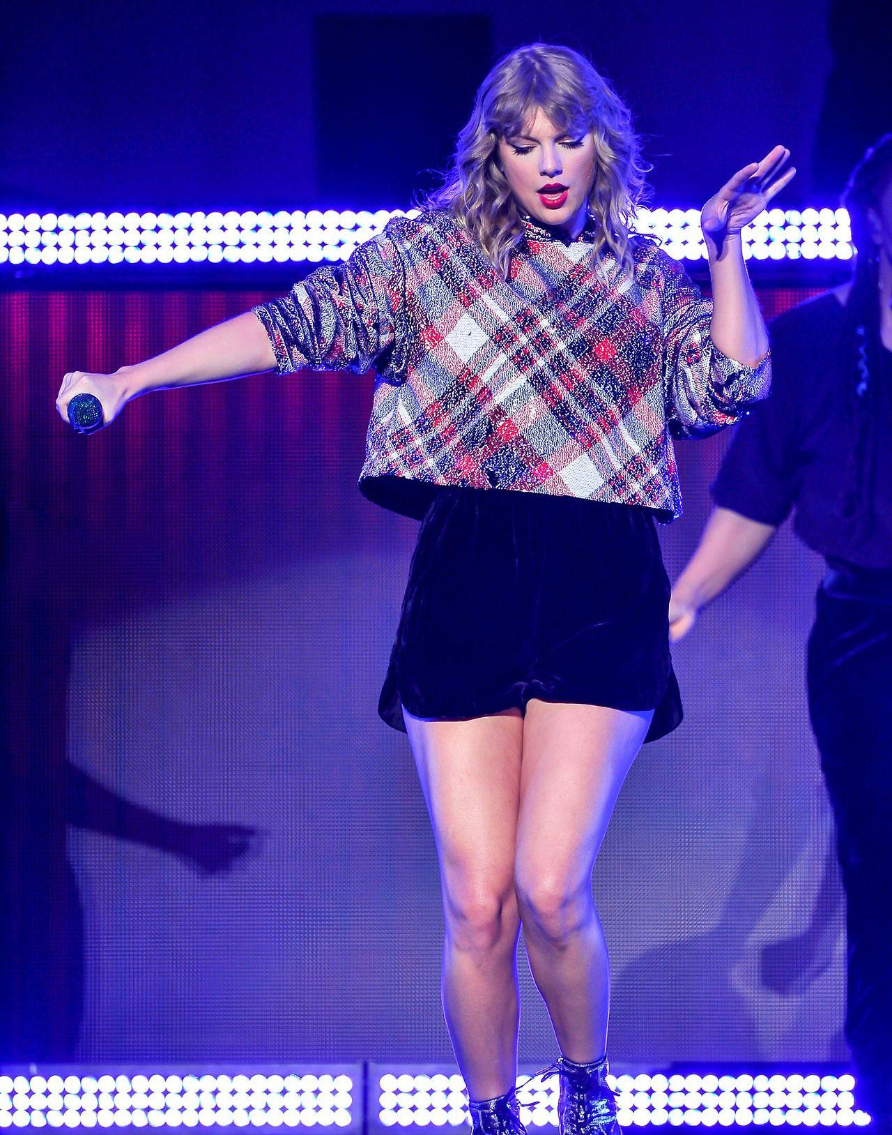Taylor Swift at Poptopia || 12.02.17