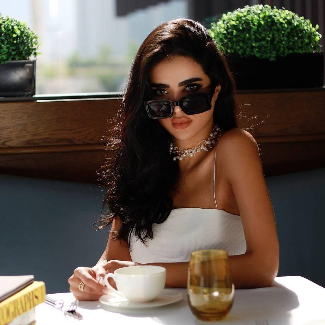 Walaa Al Fayeg ولاء الفايق On Instagram مساؤكم الخميس ولاء الفايق In 2021 Classy Women Women Classy