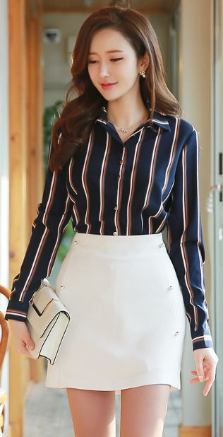 StyleOnme_Pearl Button Detail Mini Skort #white #miniskirt #pants #spring #koreanfashion #feminine #elegant #kfashion #kstyle #seoul