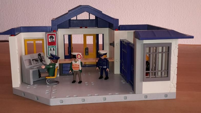 bildergebnis f r playmobil alte polizeistation. Black Bedroom Furniture Sets. Home Design Ideas