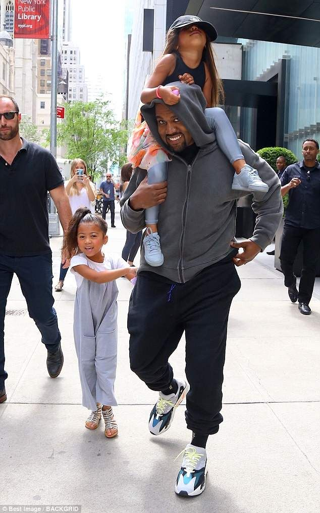 North West Grins As Birthday Girl Rides On Daddy S Shoulders Kanye West Style Kanye West Kanye Fashion