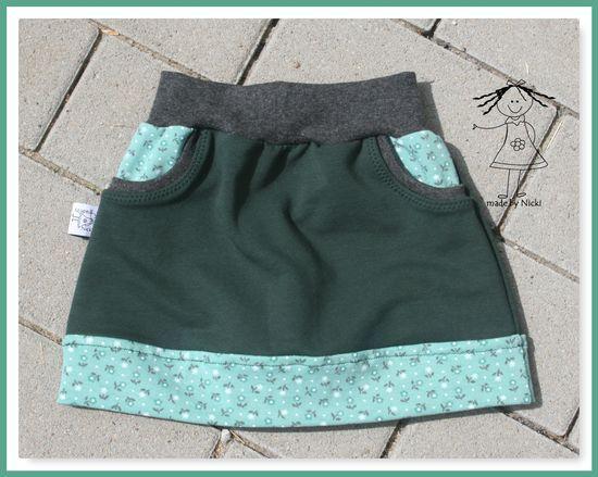 Kostenloses Schnittmuster Little Sweat Skirt von Lin-Kim #adventskranzideenkinder