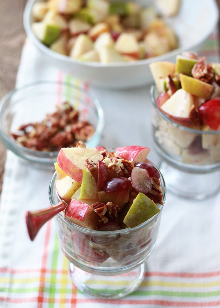 Autumn Fruit Salad with Cinnamon Greek Yogurt Dressing #thanksgivingrecipes