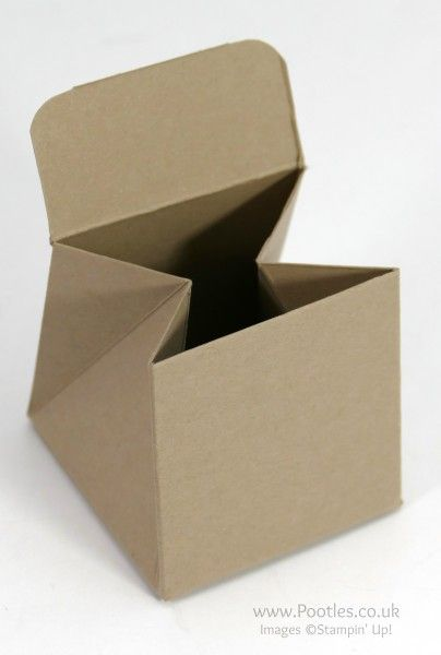Stampin 'Up!  Demostrador Pootles - Tip Top triangular de color topo Treat Box Tutorial Abrir