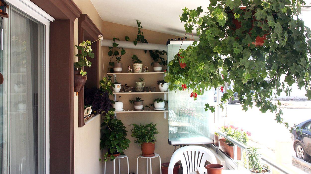 Küçük balkon dekorasyonu nasıl yapılır İnsanların pek çoğunun hayalinde balkonlu ev bulunur. Ancak çeşitli durumlardan ötürü birçok insan hayalindeki gibi bir balkona sahip olamaz.