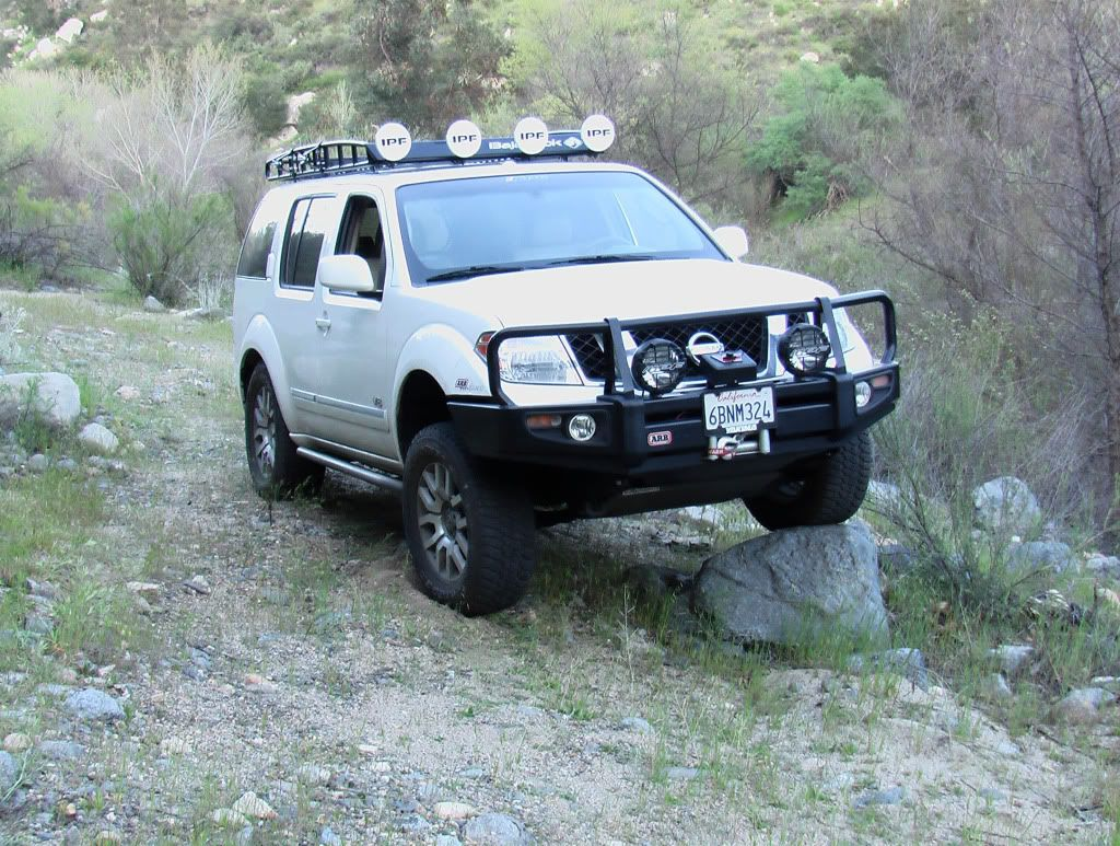 nissan pathfinder offroad pictures the nissan path. Black Bedroom Furniture Sets. Home Design Ideas
