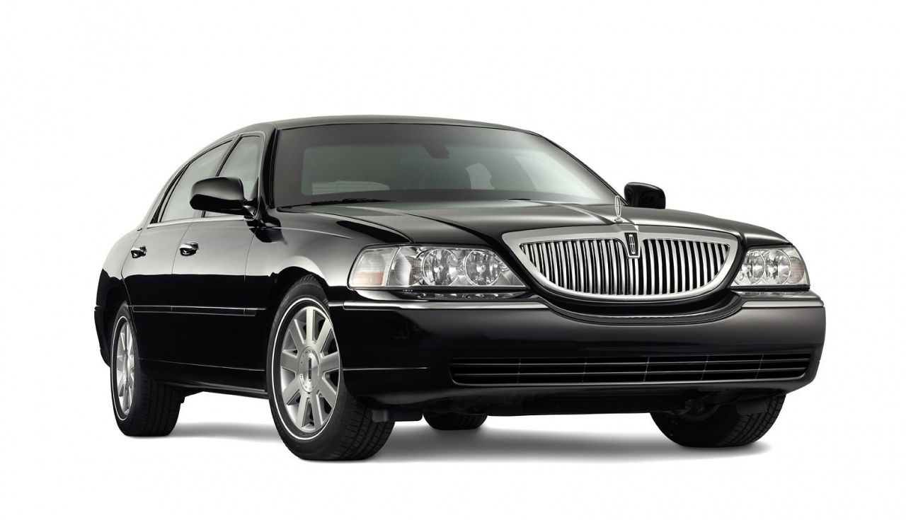 Limo And Sedan Dfw Airport Service With Images Town Car Service Airport Car Service Limo Rental