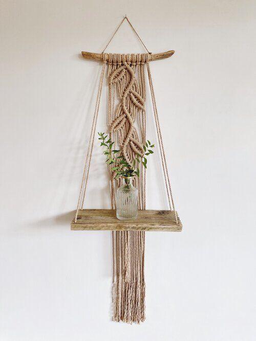 Håndverk laget med naturlige materialer og makramé