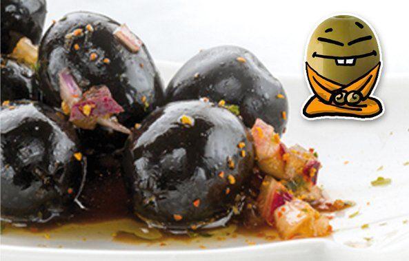 Aceitunas negras aliñadas.  Autor: Aceituning AOVE lasolana2  https://lasolana2. es