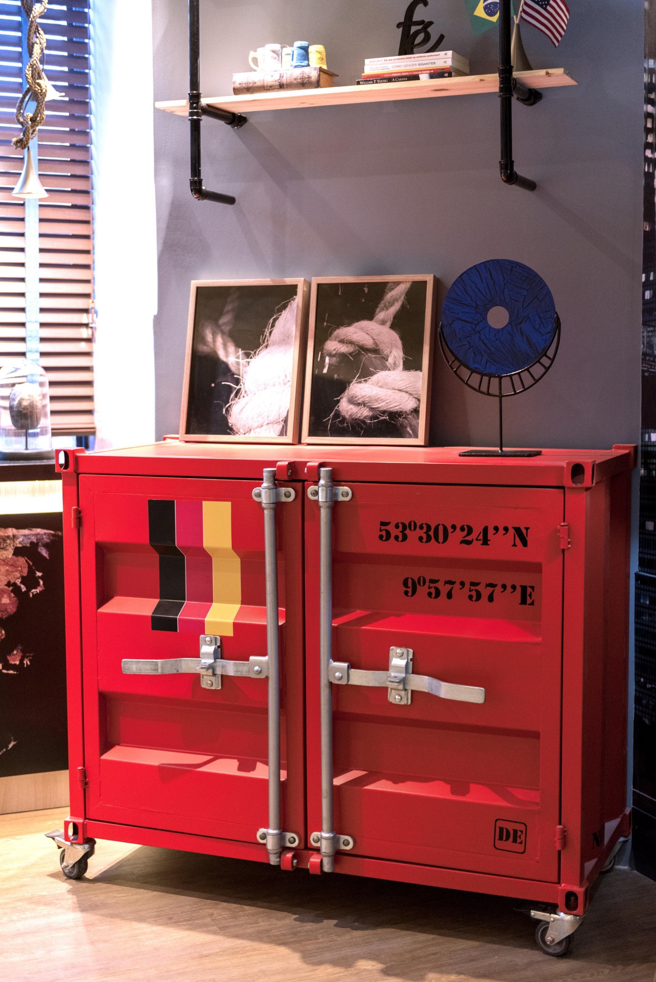 O Bierbox Foi Desenhado Para Atender A Um Amigo Cervejeiro Que Buscava Uma Peca Onde Fosse Possivel A Moveis De Garagem Moveis Simples Moveis Estilo Industrial