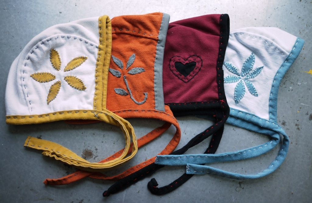 super cute hand-stitched baby bonnets! DIY baby shower gifts, here I ...