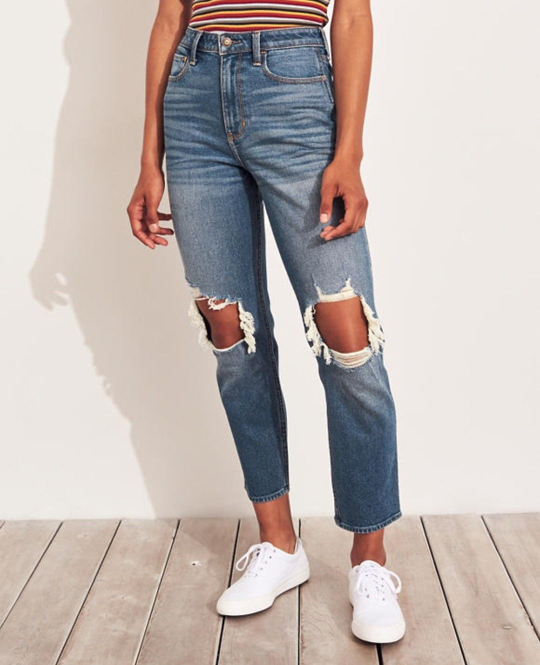 Follow Heathervolley For More Pins Like This Trends 2019trends Hollister Holyjeans Rippedjean Ripped Mom Jeans Jeans Outfit Women Hollister Clothes