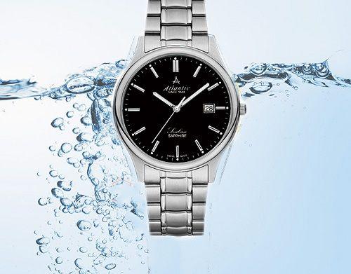 đồng hồ có thể bị thấm nước trong mùa mưa