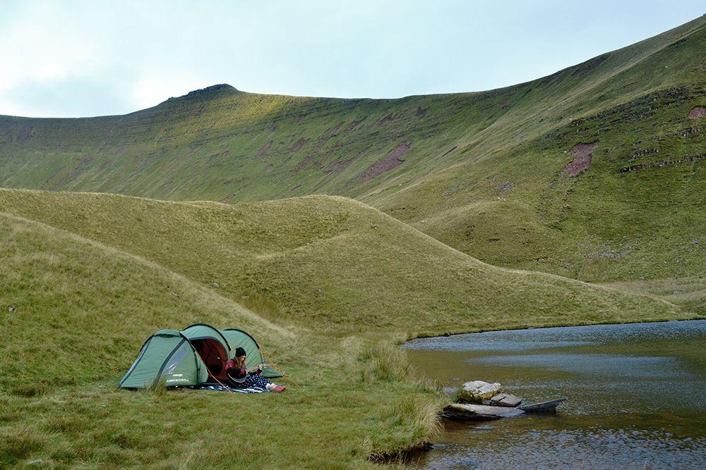 Wild camping in Pen y Fan, Brecon Beacons on ...