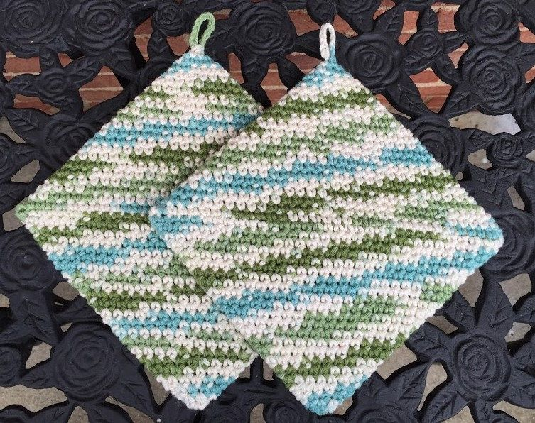 Mother/'s Day Gift Gift for Mom Cotton Pot holders Hanging Pot Holders Crochet Hot Pads Set of 2 Housewarming gift Crochet Pot Holders