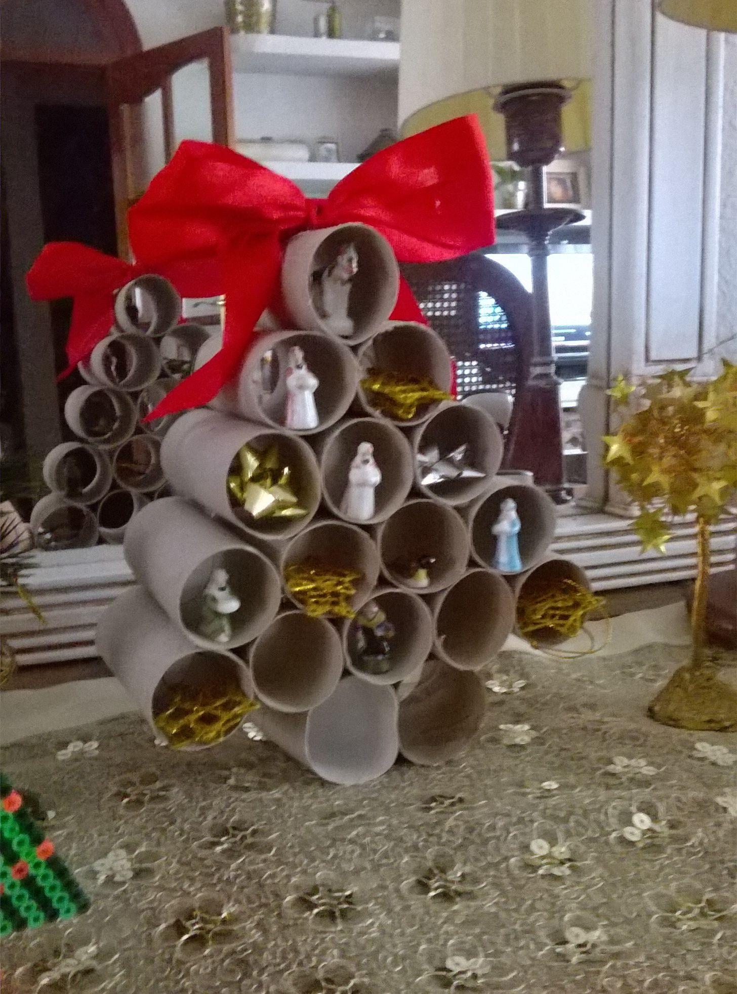 rbol de Navidad con rollos de papel DIY Navideos Pinterest