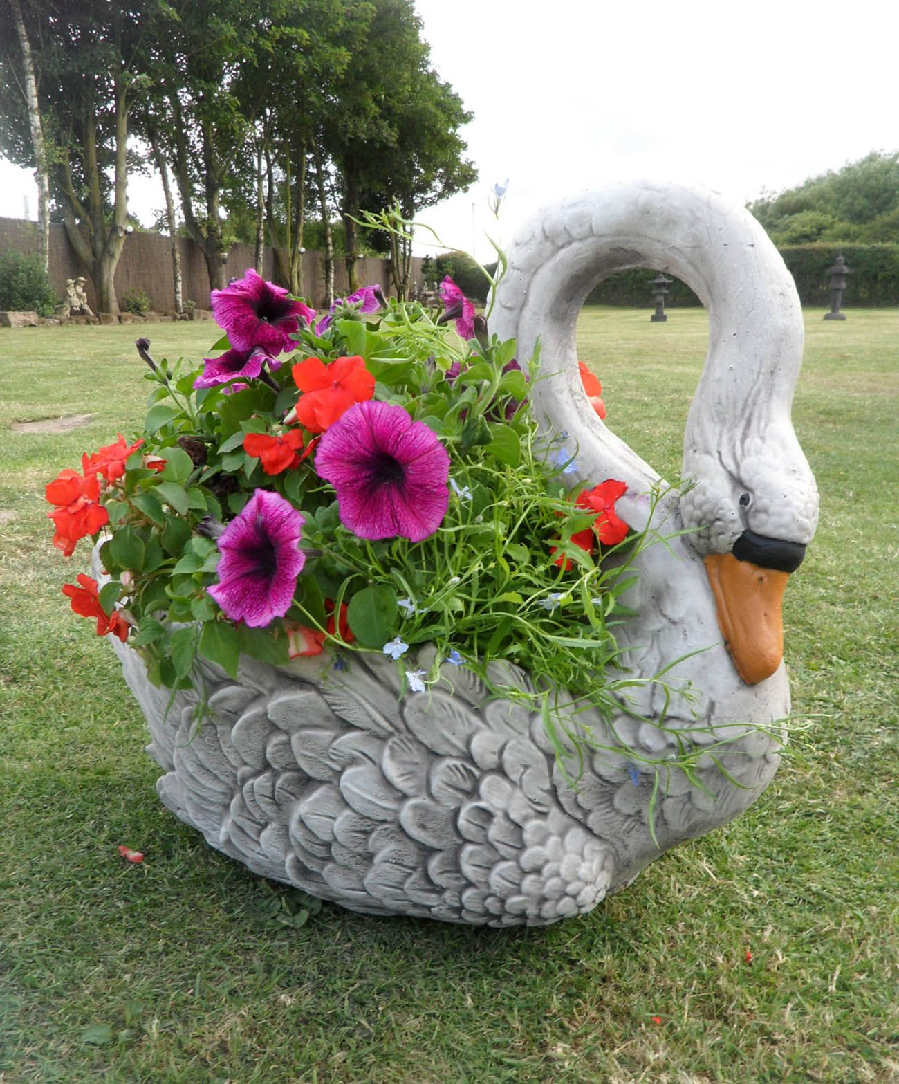 18 Decorative Garden Ornament Examples | Garden ornaments, Ornament ...