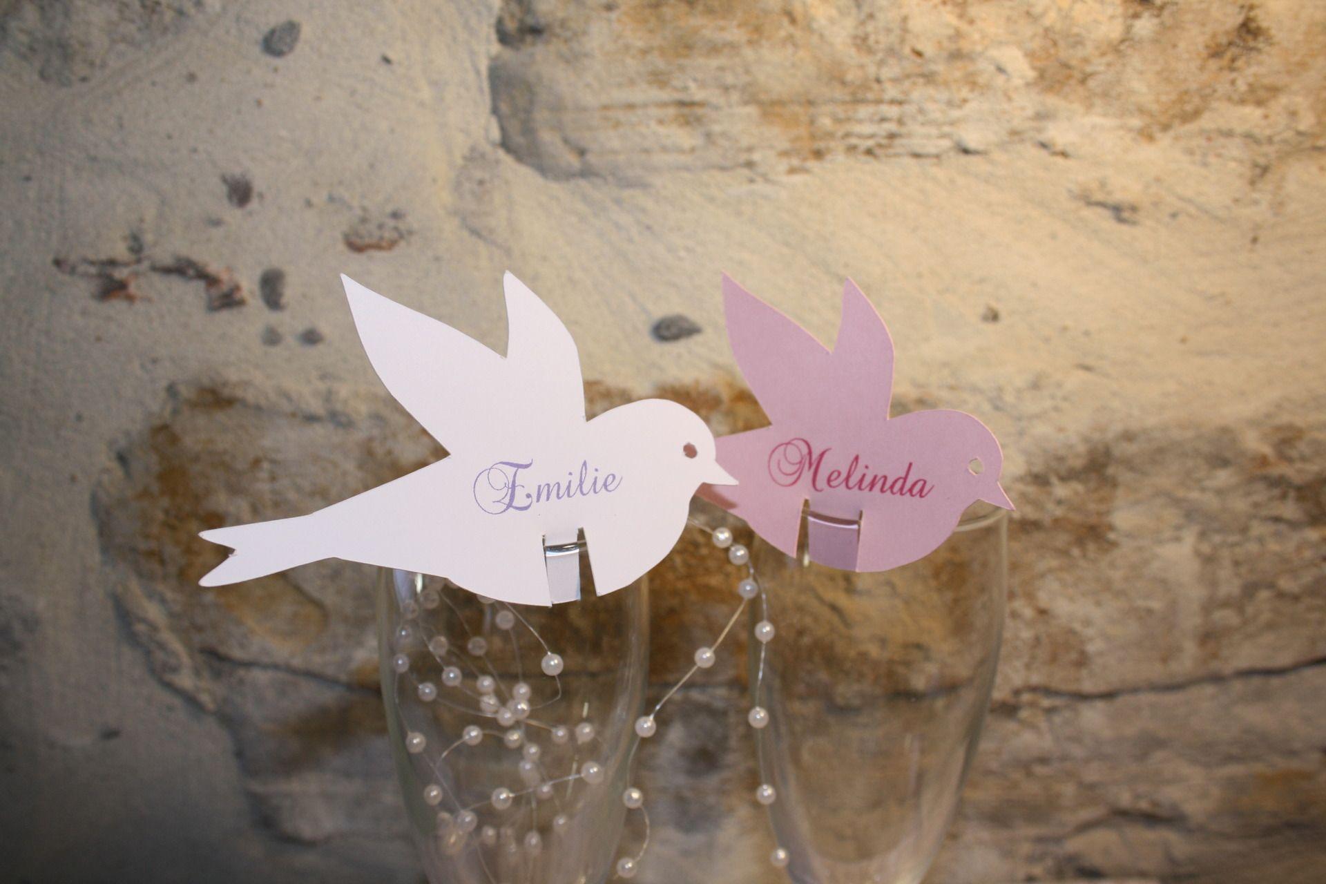 Marque place oiseau personnalisé pour baptême, communion, anniversaire : Cuisine et service de table par ma-boite-a-moi