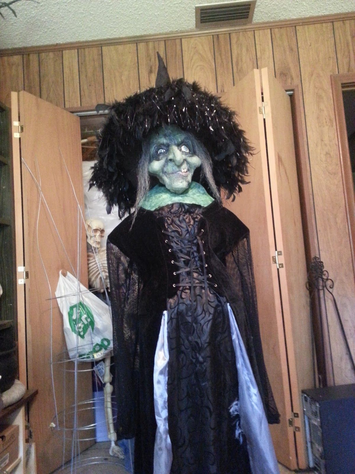 Thea's Krafty Kitchen: Halloween. My witch using an old witch ...
