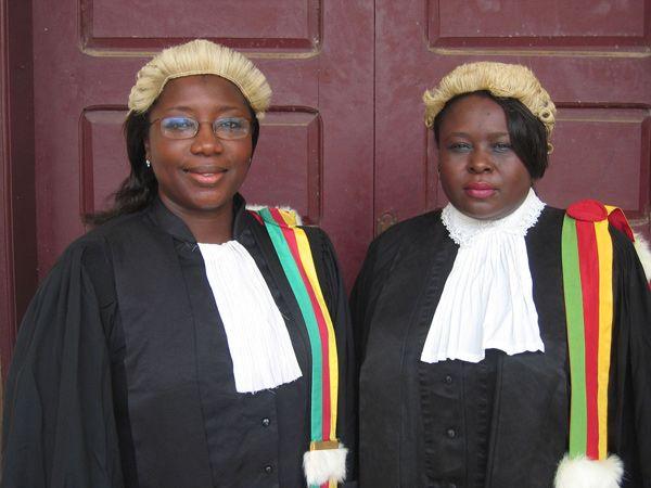 """Die Arbeit einer Richterin und einer Staatsanwältin in Kamerun im Dokumentarfilm """"Sisters in Law"""" GB / Kamerun, 2005, Florence Ayisi & Kim Longinotto #movie #work #film #arbeit"""