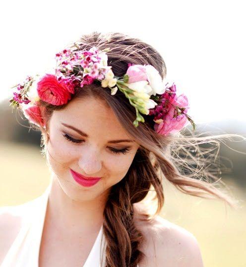 Hairdos Wedding Crowns: Bride's Loose Braid Wedding Hairstyle With Flower Crown