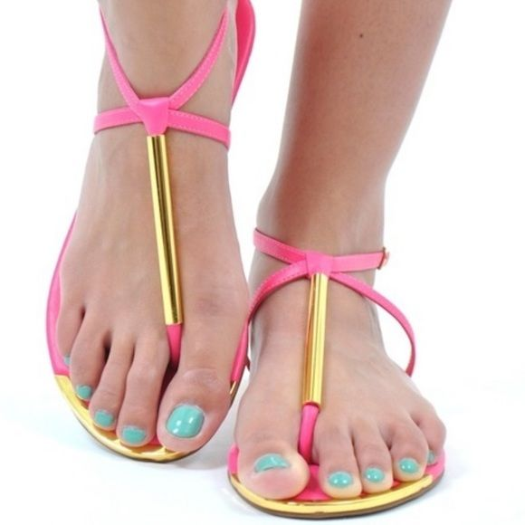 eced5684c6de Archer Thong Sandal dv for Dolce Vita - Hot Pink In great condition.  Minimal wear on soles. DV by Dolce Vita Shoes Sandals