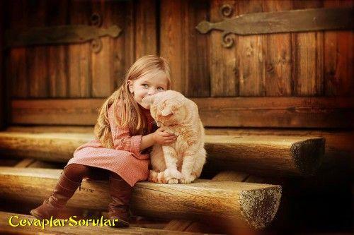 kız çoçuğu ve kedi