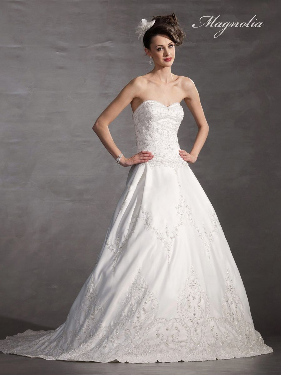 A Strapless Sweetheart Neckline with A Dropped Waist And Has Thousands Of Hand-Sewn Beads Dresses