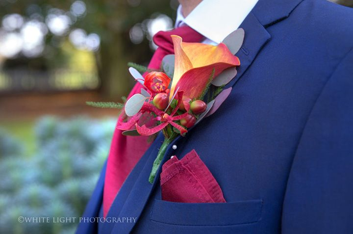 Autumn boutonnieres | Navy blue and burguny colour scheme