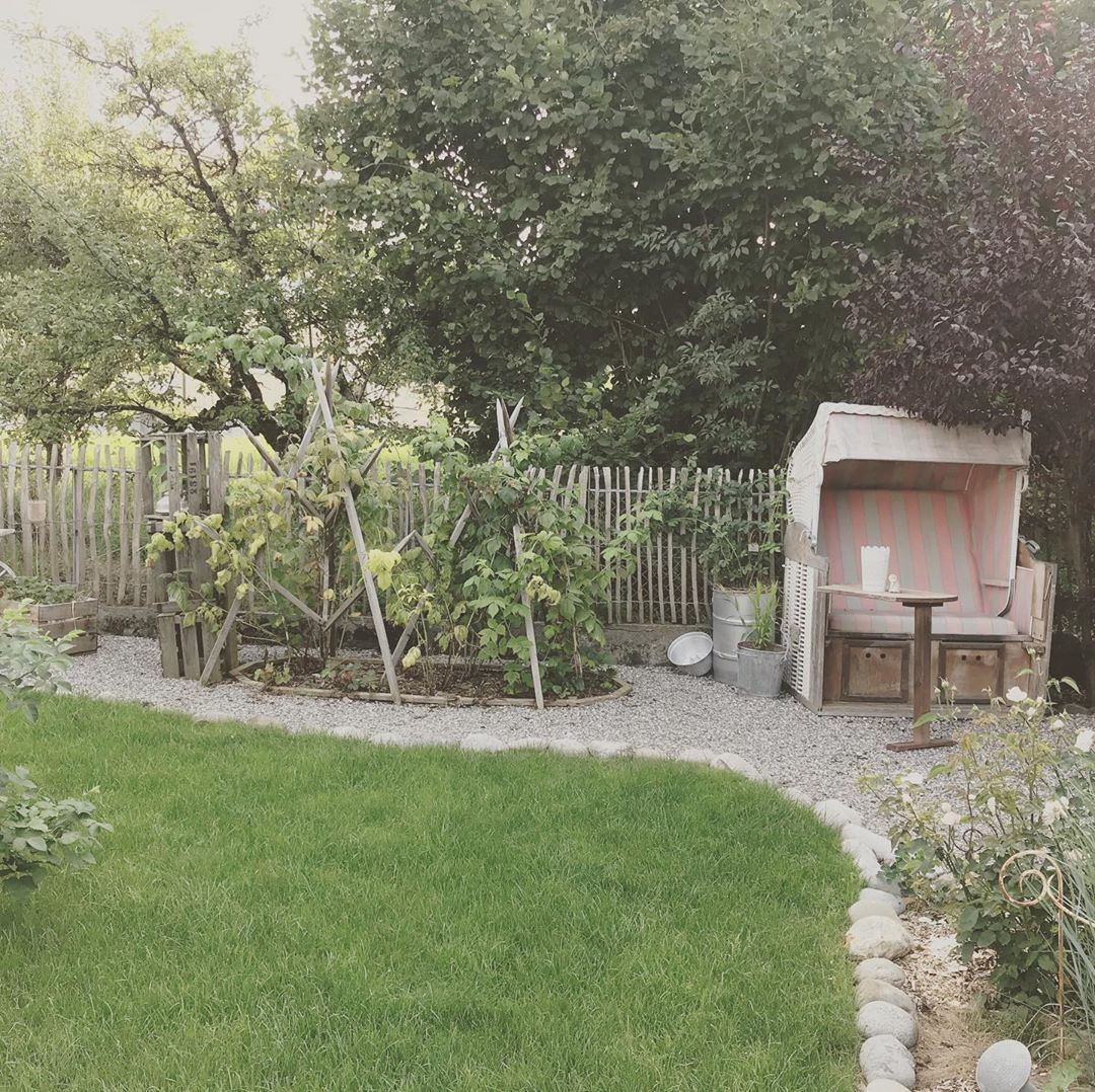 Pin Von Dorothee Auf Haus In 2020 Garten Romantische Garten Haus