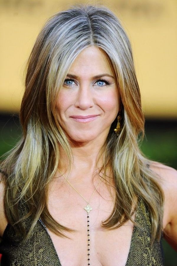 40 Best Hairstyles for Older Women over 60   Blending gray ...