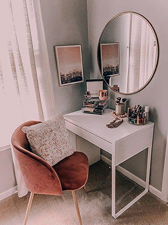 Each mirror has his own personality and will inspire you in different ways. Master Bedroom Ideas Blog gives you some priceless bedroom mirrors to inspire you. #luxuryfurniture #exclusivedesign #interiodesign #designideas #roomdesign #roomideas #homeideas #artdecor #housedesignideas #interiordesignstyles #interiordesigninspiration #interiorinspiration #luxuryinteriordesign #topinteriordesigners #famousinteriordesigners #interiordesignstyles #inspirationfurniture #homedécor #bedroommirror