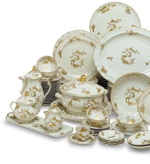 LIMOGES (BERNARDAUD) PORCELAIN COMMEMORATIVE PART DINNER AND DESSERT